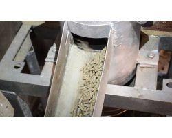 Як зробити гранулятор комбікорму: збірка гранулятора в домашніх умовах